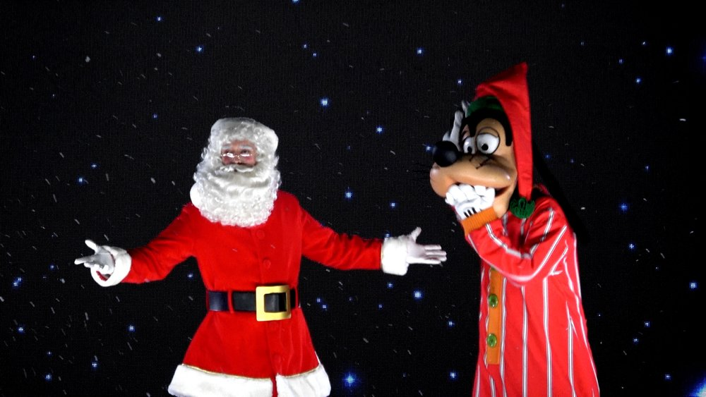 Goofy's Incredible Christmas at Disneyland Paris.jpg