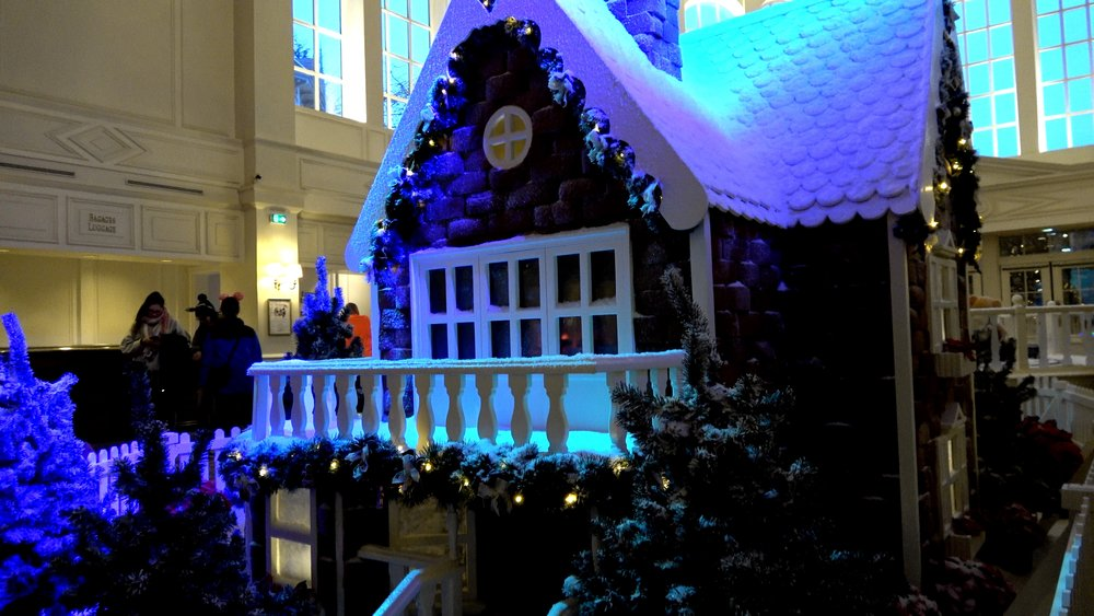 Disneyland Hotel Gingerbread house and Christmas tree 2018 at Disneyland Paris.jpg