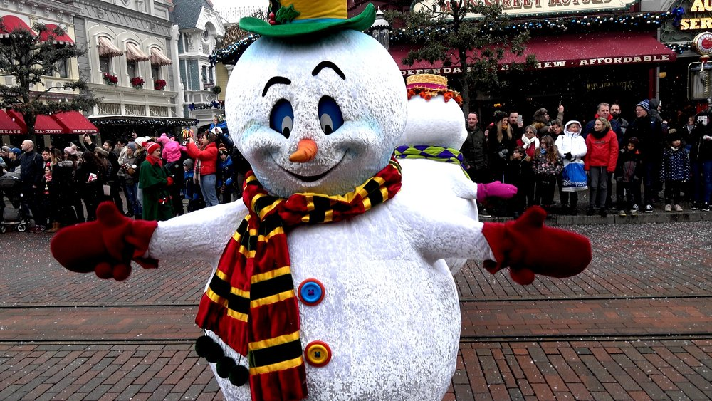 Christmas Parade in the snow at Disneyland Paris.jpg