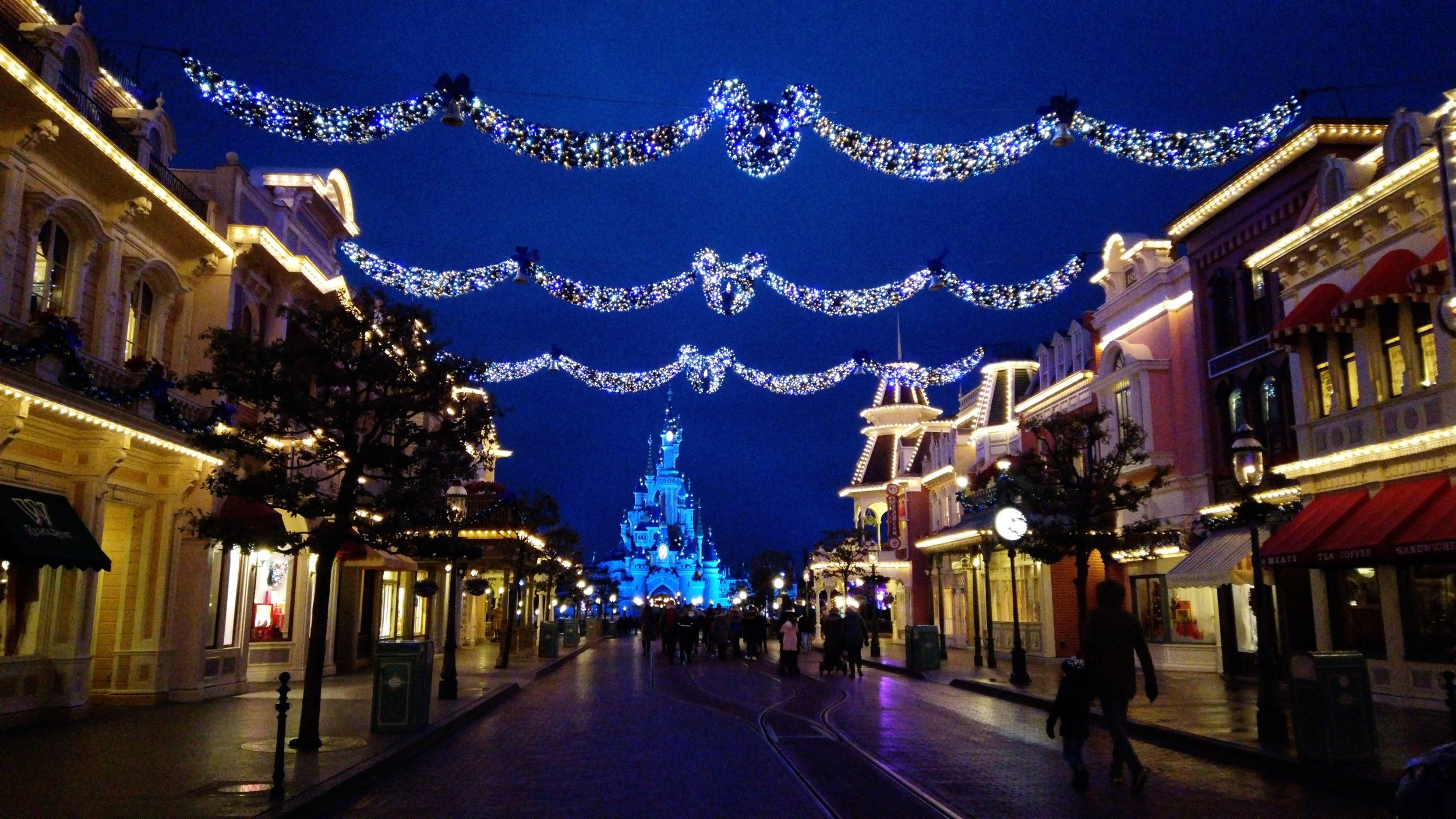 When Does Disneyland Decorate For Christmas.A Last Look At The Christmas Decorations On Main Street Usa