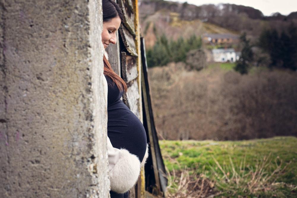 leri_lane_photography_maternity_pregnancy__expencting_preganant_third_trimester_baby_posing_shropshire_wales_photographer-4.jpg