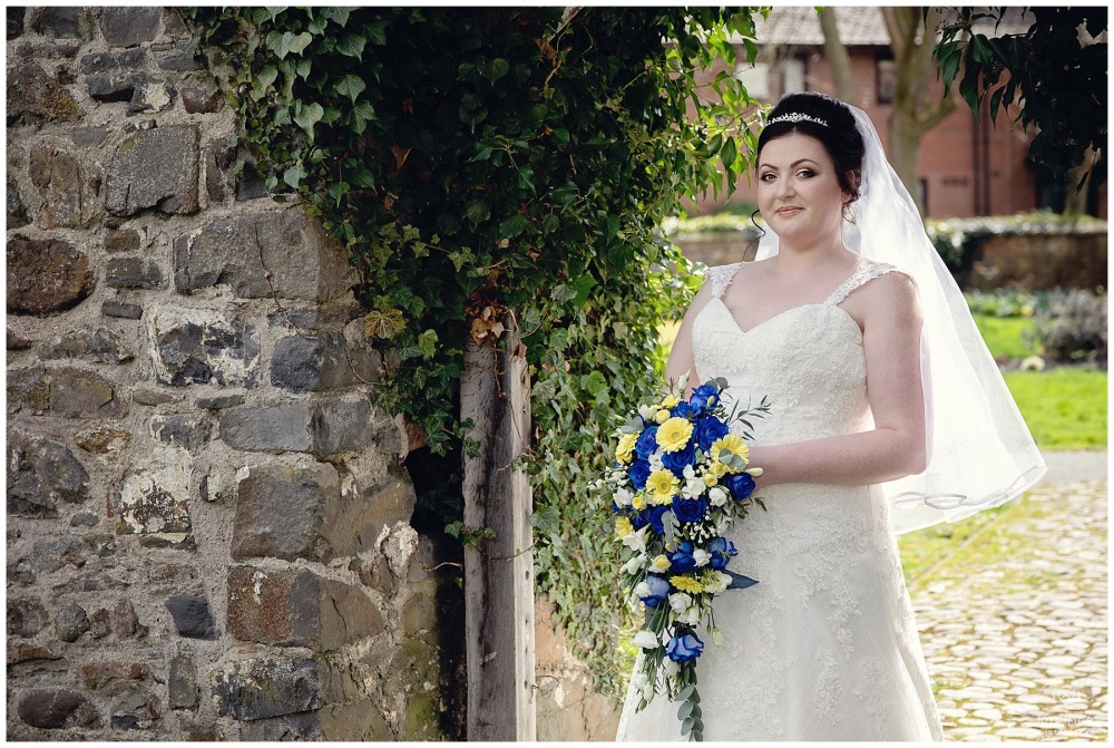 wedding_photography-bride-groom-mid-wales-leri-lane-elephant-and-castle-2018_012