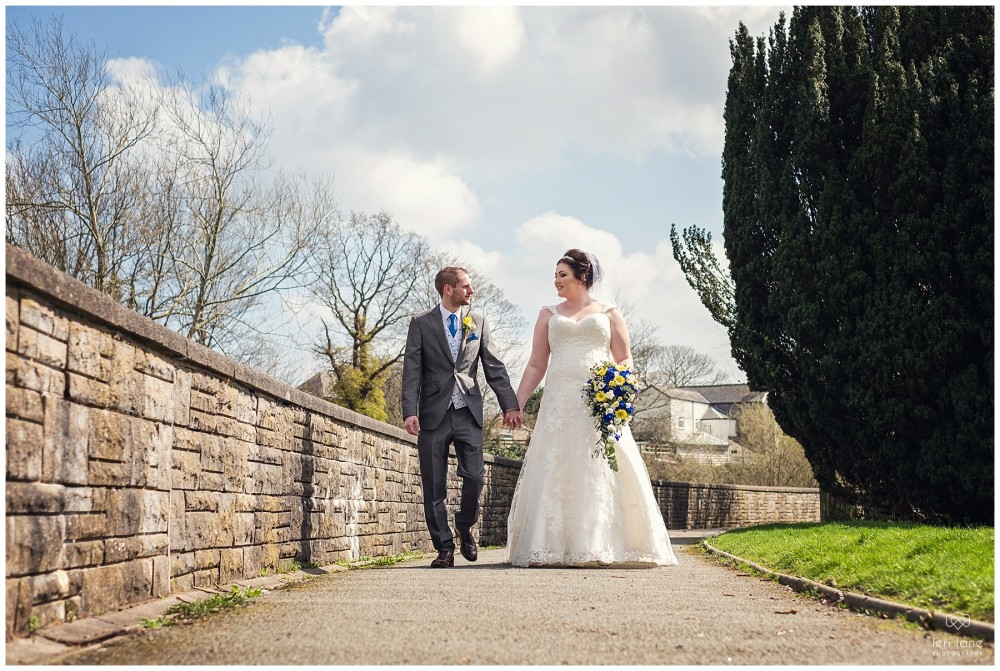 wedding_photography-bride-groom-mid-wales-leri-lane-elephant-and-castle-2018_013