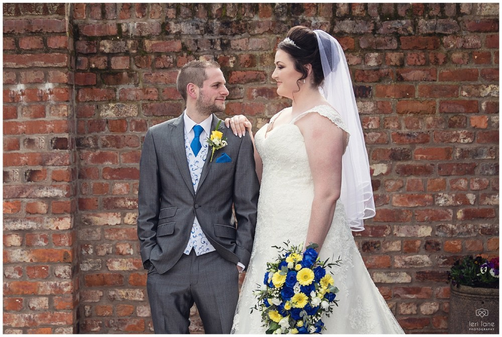 wedding_photography-bride-groom-mid-wales-leri-lane-elephant-and-castle-2018_014
