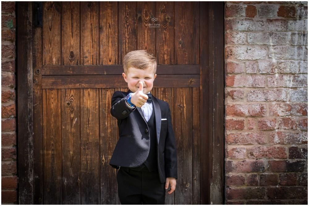 LeriLanePhotography_wedding_Elephant_castle_neetown_Mid_Wales_Photography_Chrissie_mathew-12