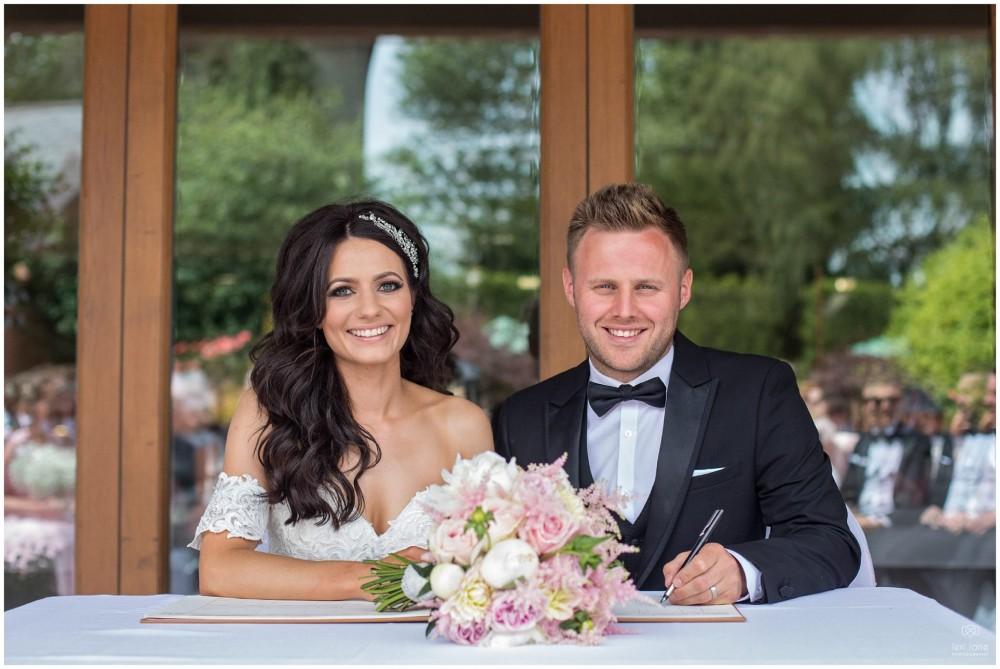 LeriLanePhotography_wedding_Elephant_castle_neetown_Mid_Wales_Photography_Chrissie_mathew-20