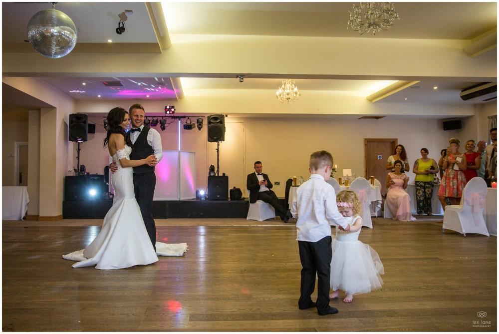 LeriLanePhotography_wedding_Elephant_castle_neetown_Mid_Wales_Photography_Chrissie_mathew-43