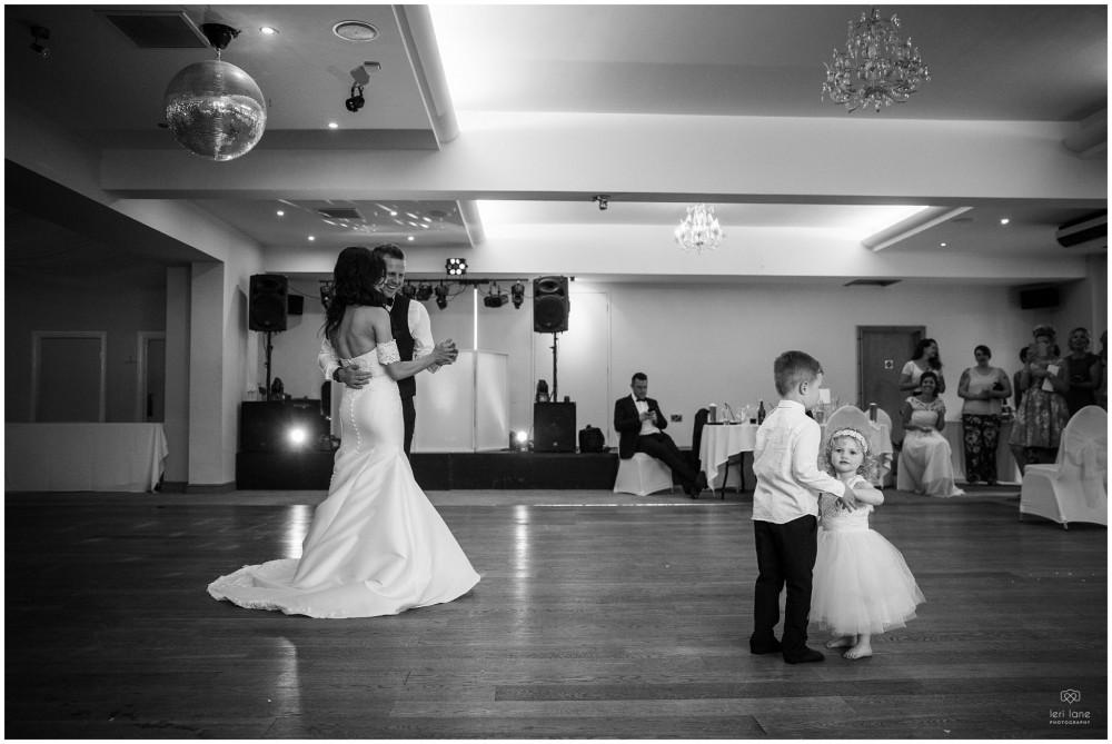 LeriLanePhotography_wedding_Elephant_castle_neetown_Mid_Wales_Photography_Chrissie_mathew-44
