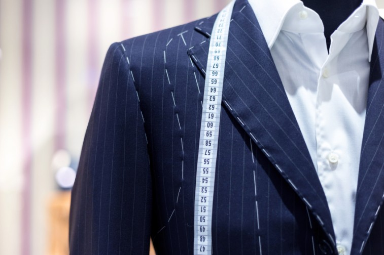 Suits-on-shop-mannequins-e1434719582950.jpg