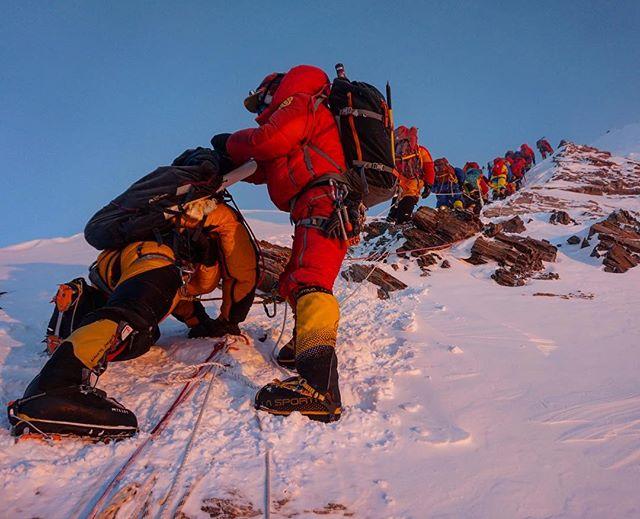 Push -ups ? ...🥴 #summitpush #mounteverest