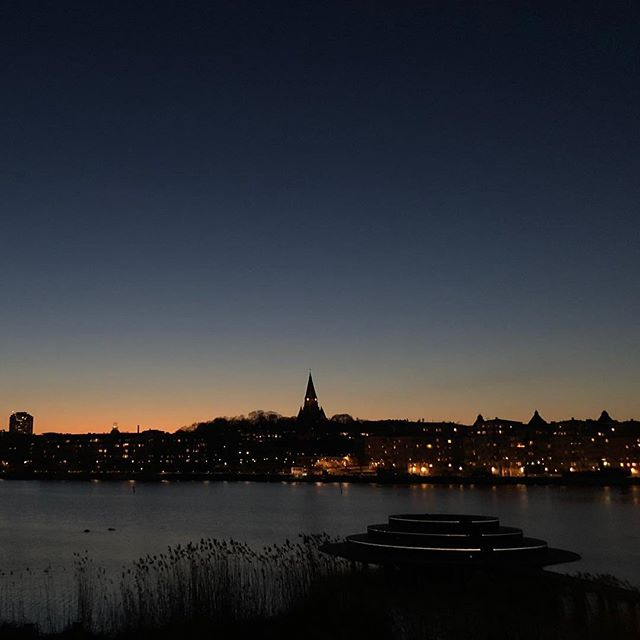 Over and out from Stockholm 🙏🏽❤️ A long, cold, dark winter is finally coming to an end - and we can't wait for - Oh - those summer nights... Right now we're in between - but this view at 9pm sure gets me going... 😉❤️ #springisintheair #spring #vår #vårkänslor #stockholm #hammarbysjöstad #sweden