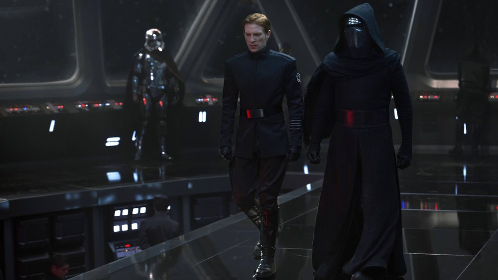 director-rian-johnson-created-new-rules-for-the-star-wars-universe-with-the-last-jedi-social.jpg