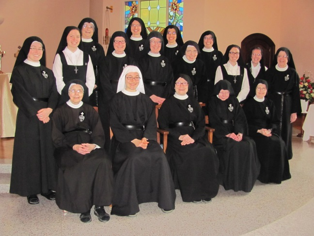 Community photo on Sr. Lucia's vestition day