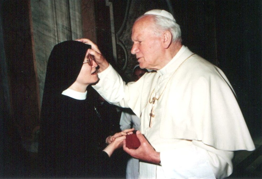 Mother Catherine Marie meeting Pope St. John Paul II!