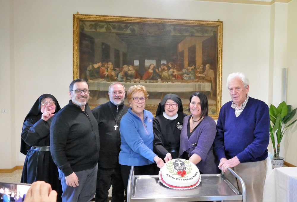 P. Marco, P. Giovanni, Rosanna, Mother Catherine Marie, Roxana, and Gino. Rosanna, Roxana, and Gino are friends of the Monastero di Santa Gemma.