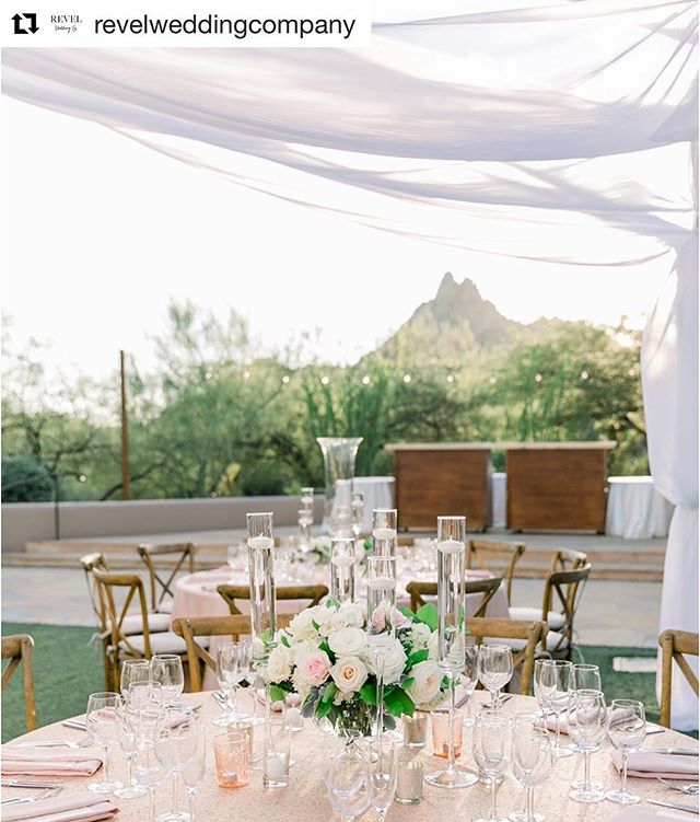 #Repost @revelweddingcompany with @get_repost ・・・ Love gorgeous dinners with those gorgeous views! // @karliecolleenphotography @fsscottsdale @flowerstudio @ivanarenee @latavolalinen @camilleolson208 @flowerchicaz @eventrentsaz