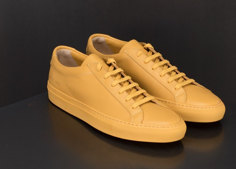 Common Projects,Original Achilles Low - Disse sennepsgule skoene passer til (nesten) alt og er super freshe.NOK 3199