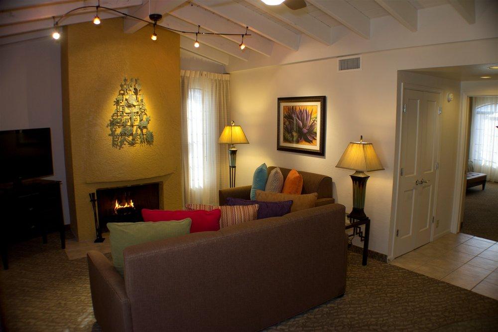 maderia-living-room.jpg.1920x0.jpg