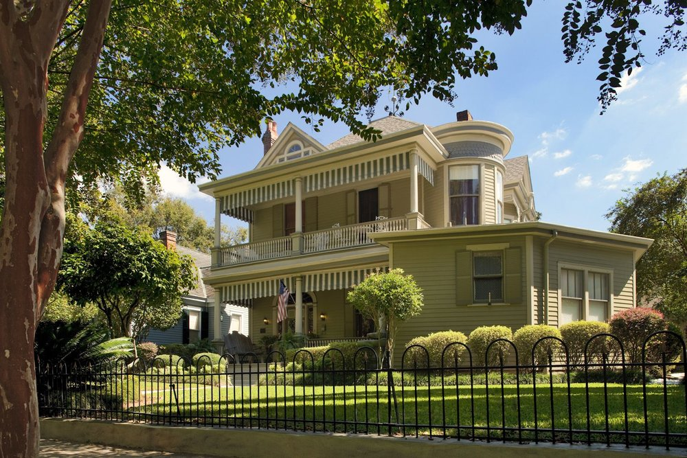 Devereaux Shields House - (601) 304-5378 Visit WebsiteTwo 2-Bedroom Suites and 4 Bedroom Cottage with private bathsOffers Gift CertificatesDowntown LocationChildren 10+ years WelcomePet Friendly