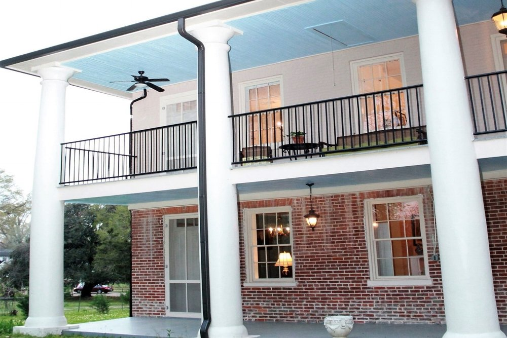 Concord Quarters - (601)442-5687 cell(601)493-3018 or 3019 View Website3 guest rooms/private bathsLess than 2 miles from Natchez City Center (6 min.drive)Historic property with modern conveniencesWedding and Reception Venue