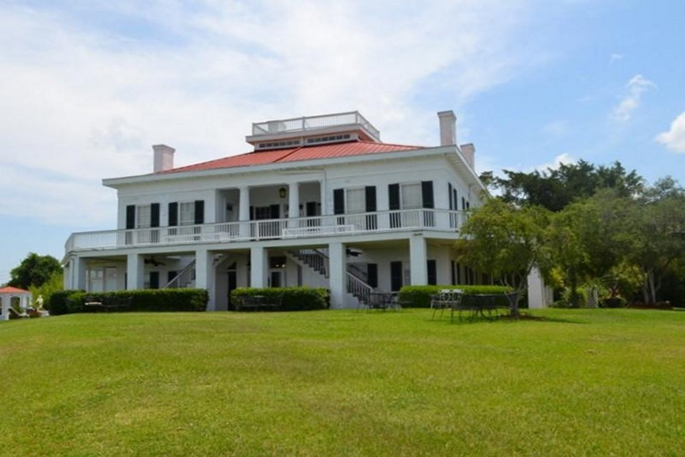 Weymouth Hall B&B - (601) 445-2304 View Website3 Guest Rooms with private bathsRiver ViewPoolWeddings and Events