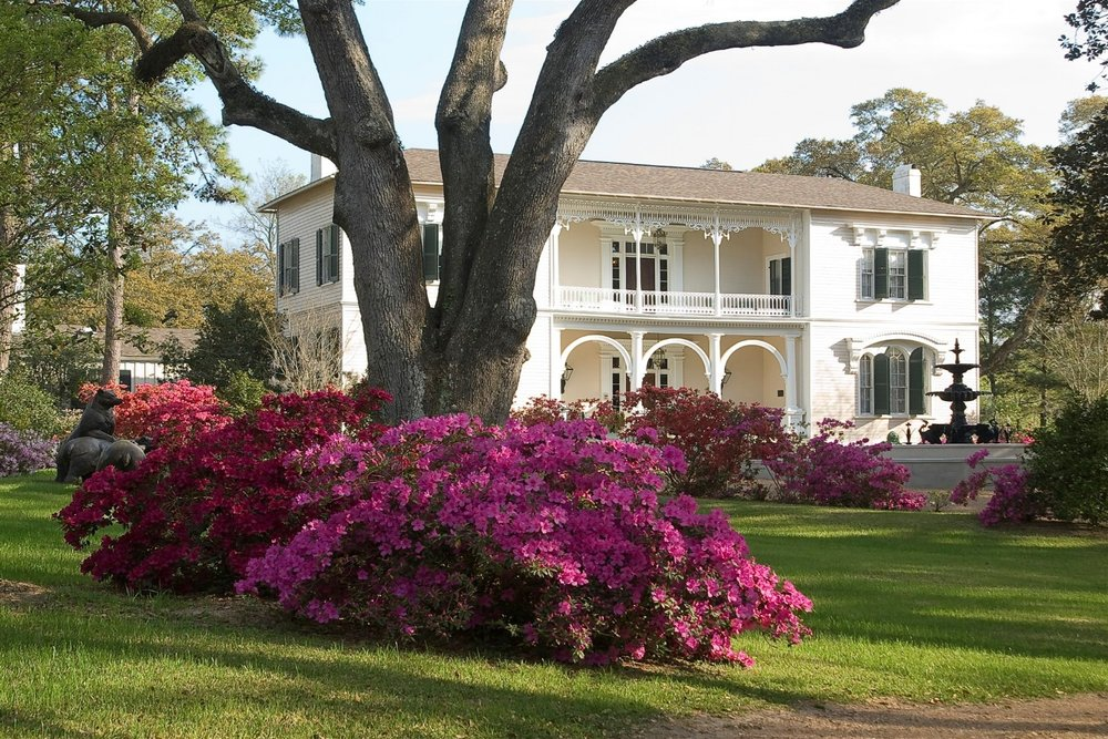 The Towers - (601)446-6890      View website2 Guest Rooms with private bathsLocated downtownSpecial EventsBeautiful Gardens
