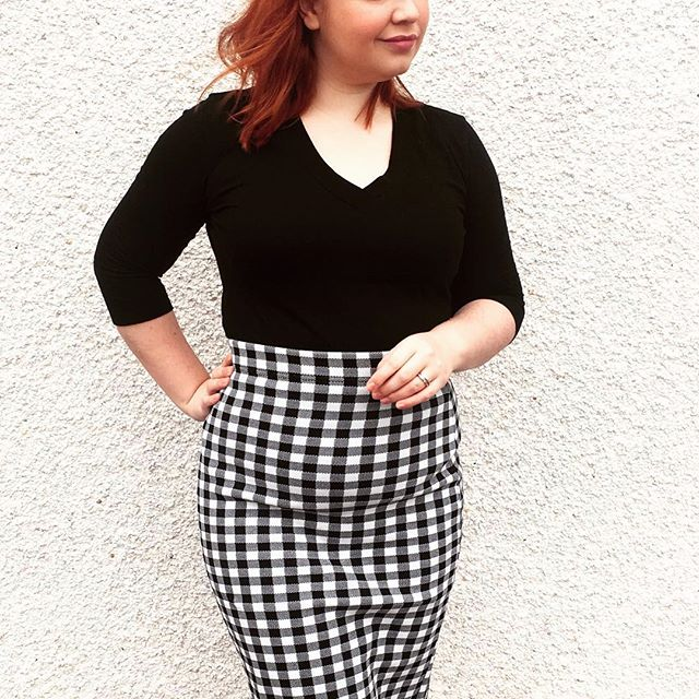 A little #ootd 👗 Sad to see so many @dunnesstores disappearing - this gingham skirt is from their #Savida label - a collection that just hasn't been highlighted enough!