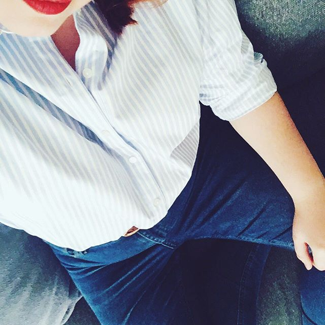 Blue stripes for spring, please! 🌺 (lipstick: Chilli by @maccosmetics) #ootd