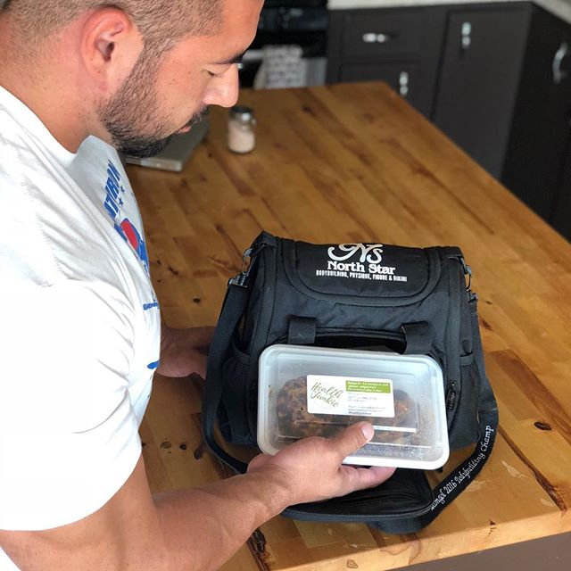 Hey, #npcNorthStar athletes! Which of you is going to be taking home the personalized 2018 NPC North Star @6packbags innovator mini?! You could be like 2016 Bodybuilding champ and co-owner of @healthjunkieusa @chris_mcgillivray, packing your prepped meals to keep you on track on the go! 🥗🥗🥗🥗 Each of our open overall winners will receive one of these bags with the NPC North Star logo printed on top and their name, division and year of the competition embroidered onto the bag strap!