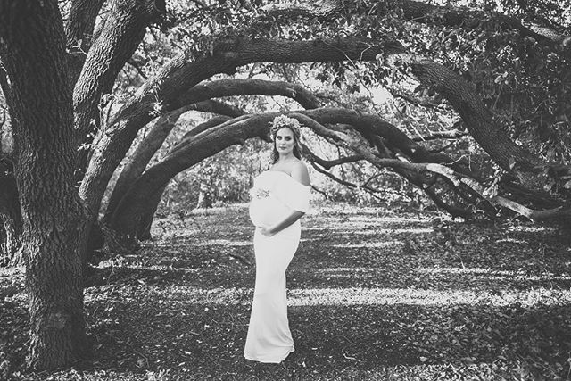 ✨A gorgeous, glowing, pregnant Nicole. ✨ This black and white really just shakes me down to my core. #slayqueen • • • • #maternityshoot #maternityphotoshoot #maternitysession #maternityphotographer #austinphotographer #austinphotography #pregnancydress #motherhood #pregnancyfashion #pregancyphoto #maternitydress #maternityfashion #maternitypictures #austintexas #512photographer #texasphotographer #pregnancyglow
