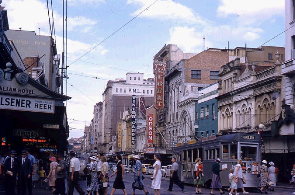 post_trams_02_1958queensttheatresarea