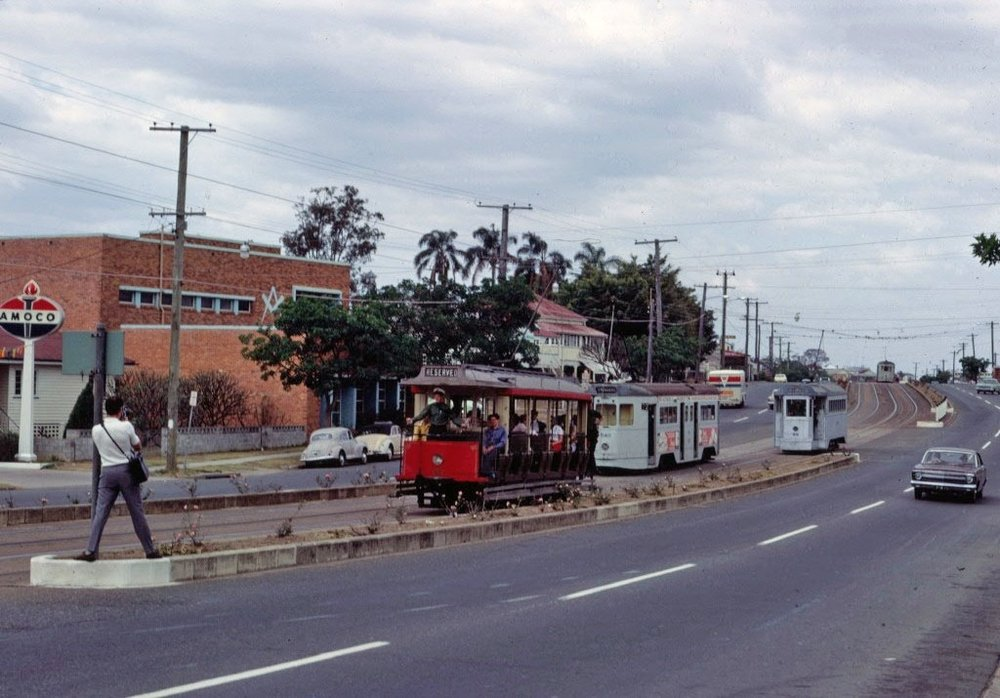 post_trams_07_BCC_65_and_99_pass_540_Gympie_Rd_Kedron_7Oct1968_fixed