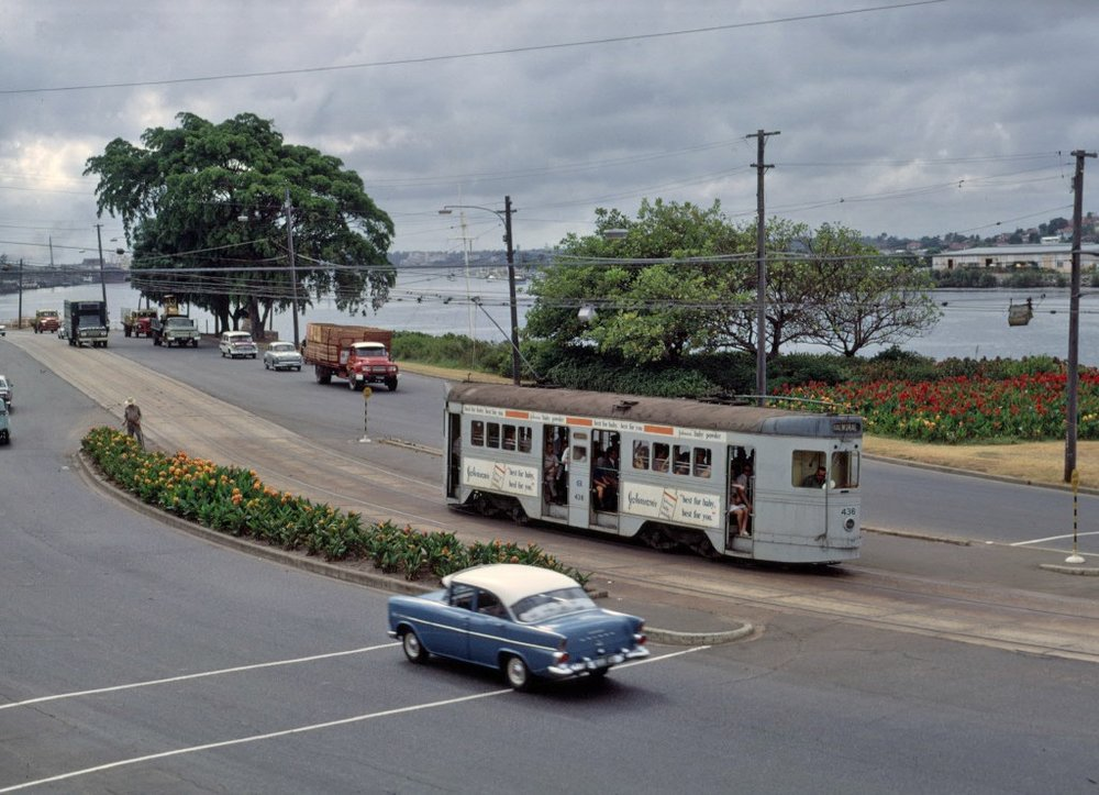 post_trams_11_BCC_436_inbnd_Kingsford_Smith_Drive_Feb1969_fixed