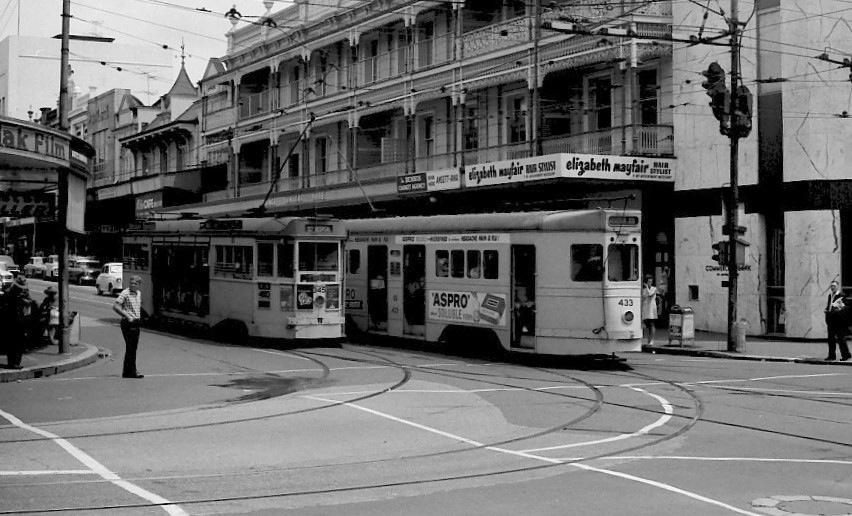 post_trams_29_trams 345 & 433 at Valley Junction 020368_fixed