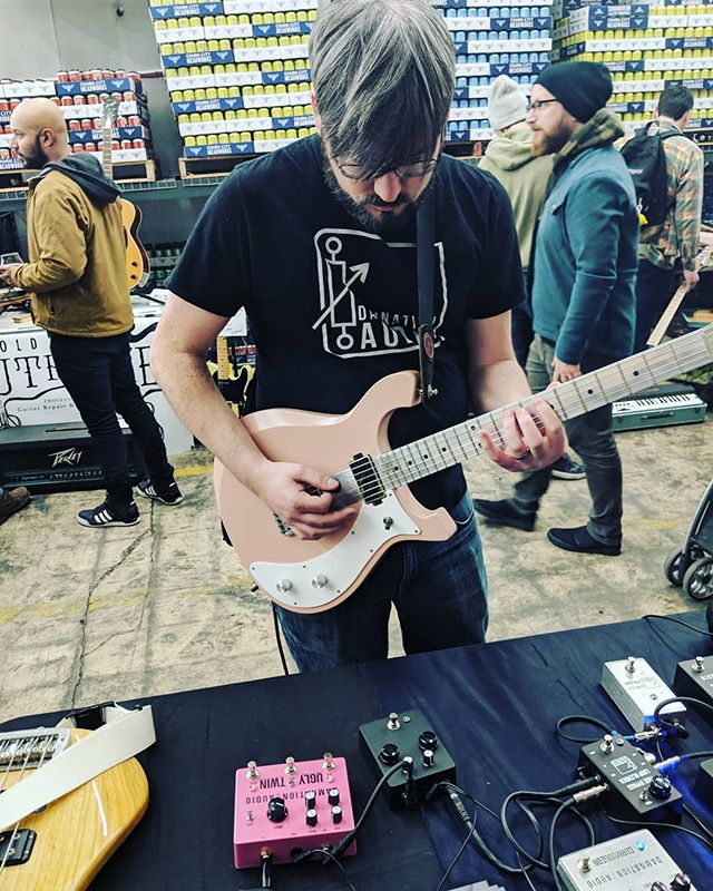 Tim from @yoursolarmusic jamming an #uglytwin with a @developing_nations aluminium neck guitar at @charmcitymead.  Still here for a few more hours.
