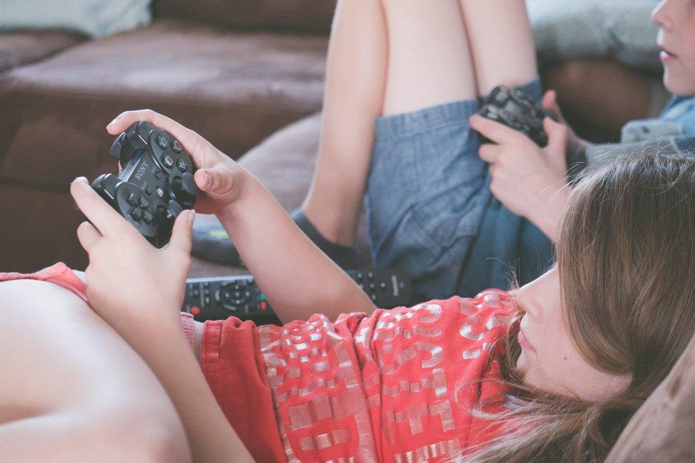 gaming-girl-kids-1103555.jpeg
