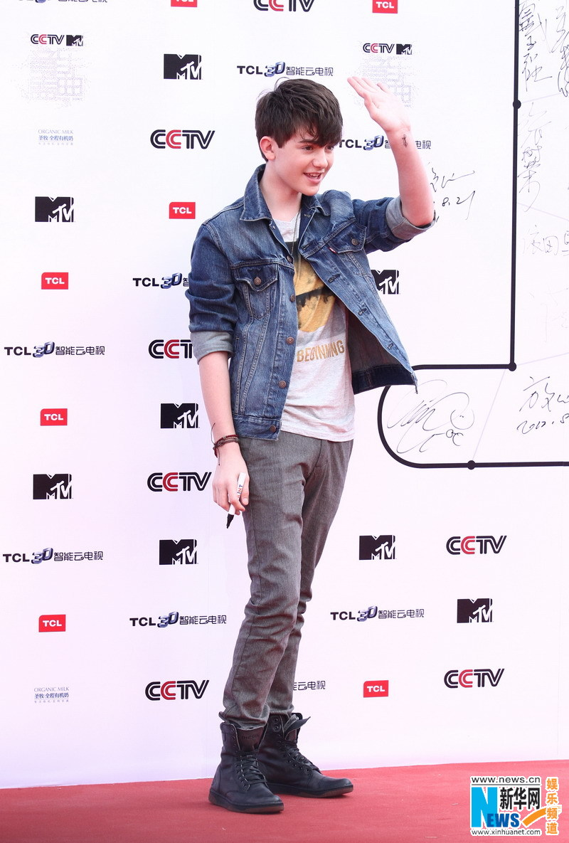 2012-Greyson-Chance-CCTV-MTV-Awards-Red-Carpet.jpg