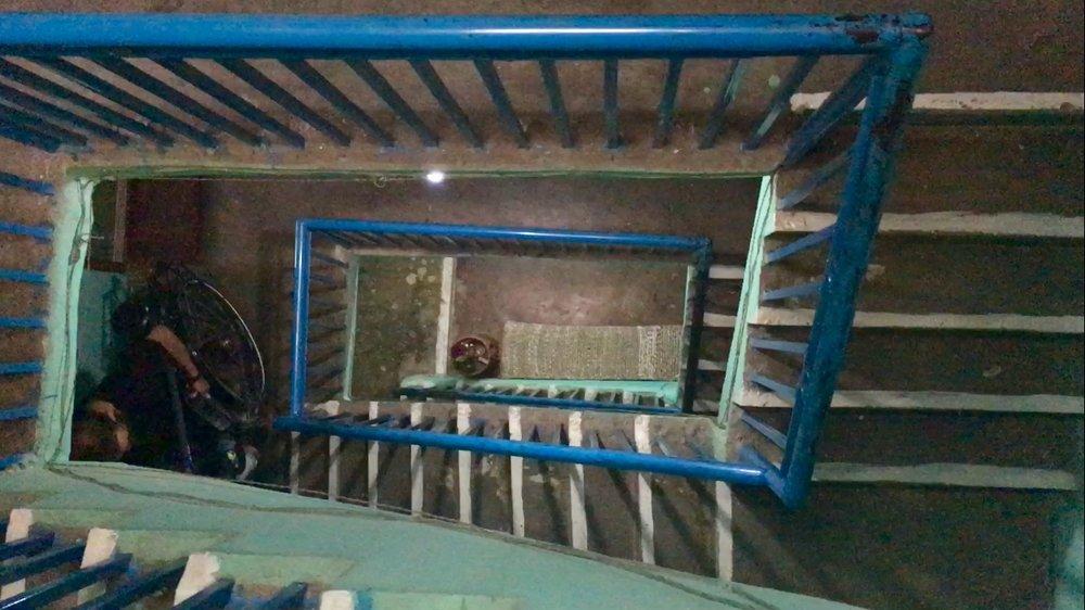 Climb Sanu's string-built flight of stairs.