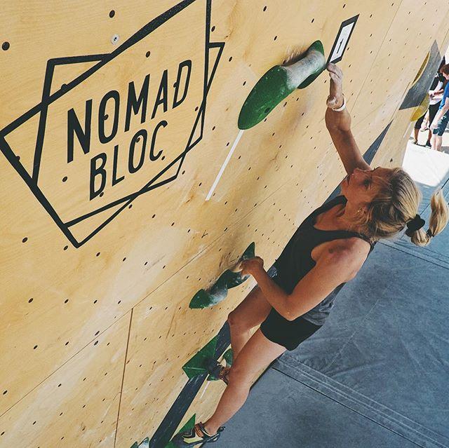 Happy women day to everyone!!! Gender equality is really dear to us and we push to promote climbing for all! In this spirit, see some amazing female climbers that inspire us! 🧗🏼♀️ Great 📷 @lynch_simon // Bonne journée internationale de la femme!!! L'égalité des genres nous tient beaucoup à coeur et c'est pourquoi nous promouvons l'escalade accessible à tous et à toutes! Voici donc quelques grimpeuses qui nous inspirent énormément! 👭#girlpower #climbing #celebrate #internationalwomensday #women #climber #inspirations #womenempowerment #nomadbloc #bouldering #outdoors #montreal