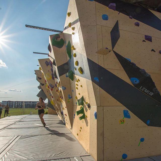Can't wait to climb with all of you in less than a MONTH! Btw, don't miss our presale ongoing until the end of April! 🐣 // Bien hâte de vous voir au gym d'ici 1 MOIS! En passant, ne manquez pas la prévente en cours jusqu'à la fin avril! ✌🏼#1monthleft #nomadbloc #climbing #outdoors #presale #ongoing #bouldering #community #getready #summer #technopoleangus #rosemont #mtl
