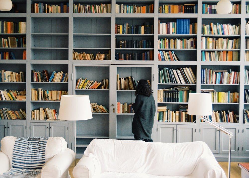 Wissenslounge - Blog Artikel zu verschiedenen Themen erwarten dich zu persönliche Finanzen, Investieren, Psychologie des Geldes und Karriere. Ausserdem haben wir auch Buchtipps zu den jeweiligen Themen für Dich, falls Du dich weiter informieren möchtest. Schau doch mal auf der Wissenslounge vorbei.