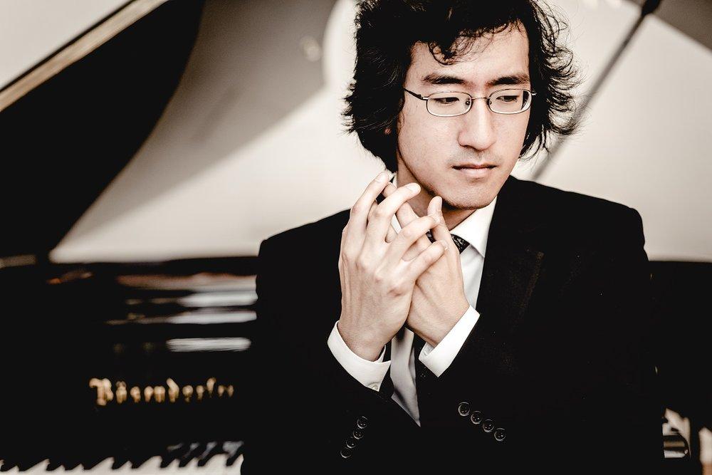 Sahun Hong  Pianist   Artistic Director