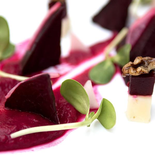 sourced_cooking_raw_vegan_beetroot_salad_02-square.jpg
