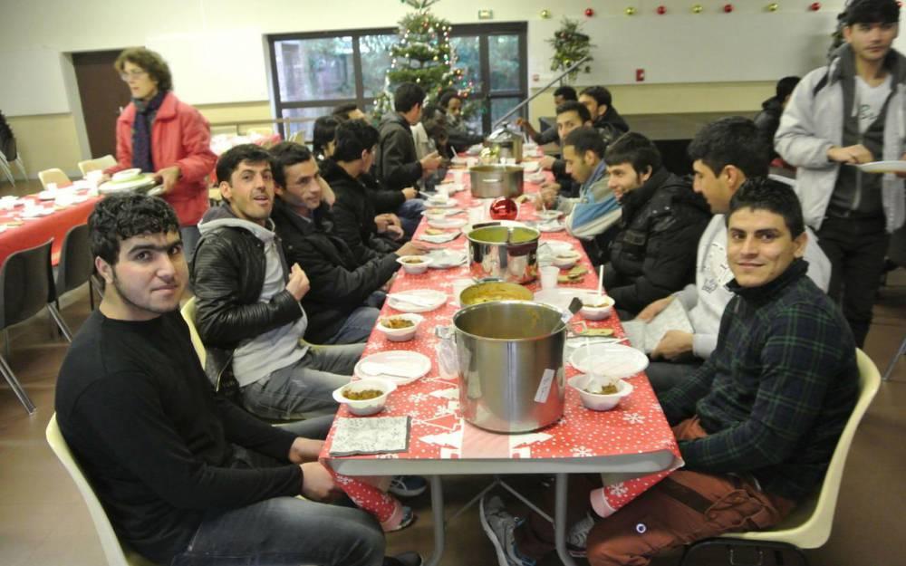 C8 Déjeuner réfugiés.jpg