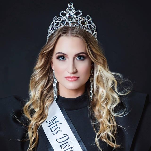 Miss District of Toronto- World '18 - ROXANNE B.