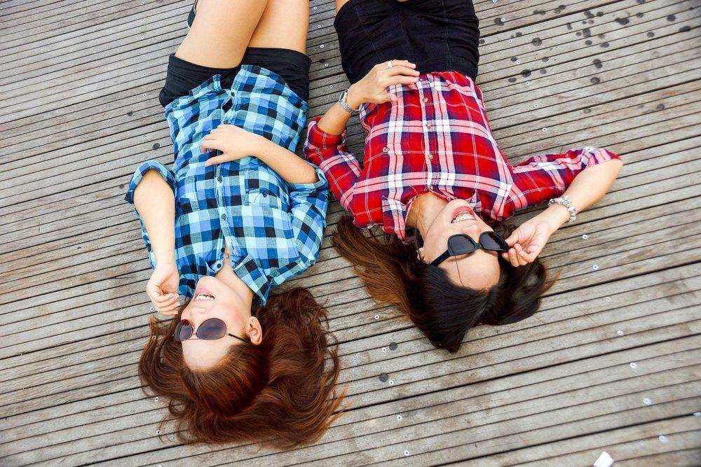 brunette-clothes-fashion-58592.jpg