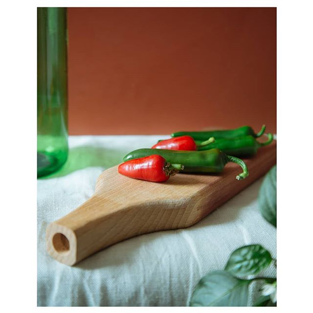 It may be cold outside, but it's warm in the #kitchen. We're really looking forward to #cooking up something warming and tasty this #weekend. Wishing you all a warm weekend whatever you do!  #chillisnotchilly #choppingboard #chillis #solidwood #homewares #kitchenware #designermaker #chilli #chili #tasty #woodworking #wood #design #homedecor