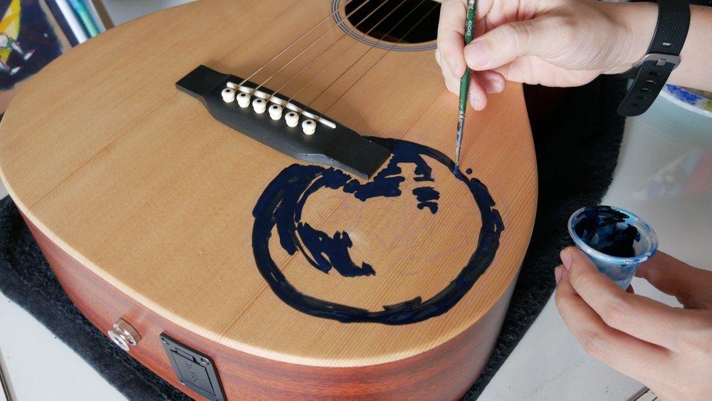 elisaliuart-guitar-custom-girl-on-the-moon-03.jpg