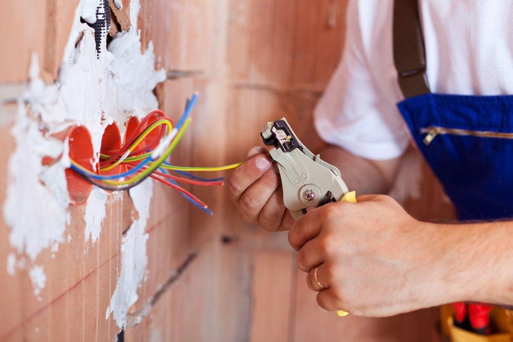 Besoin d'Une mise aux normes electrique ?      Recevez des devis d'ÉLECTRICIENS sous 48h !