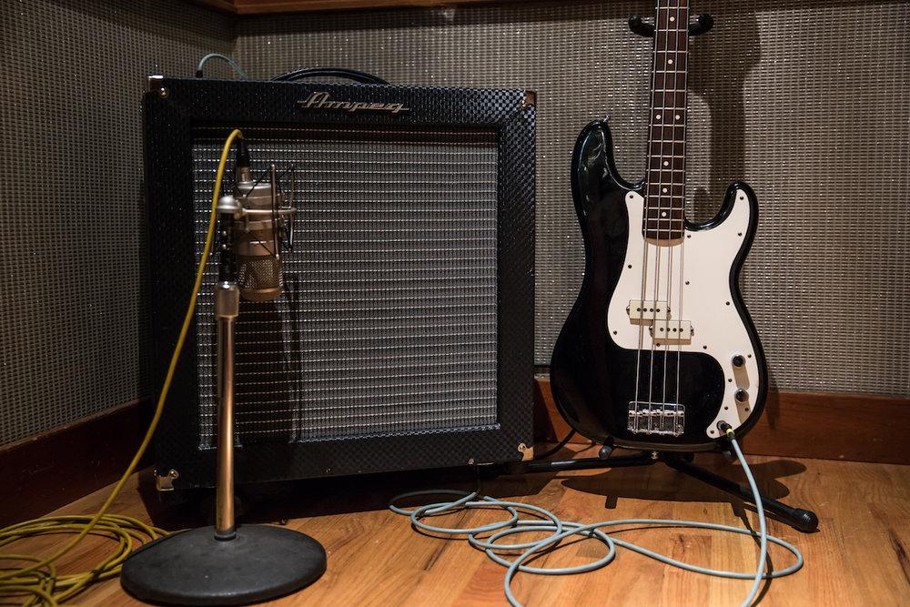 mic-guitar-amp.jpg